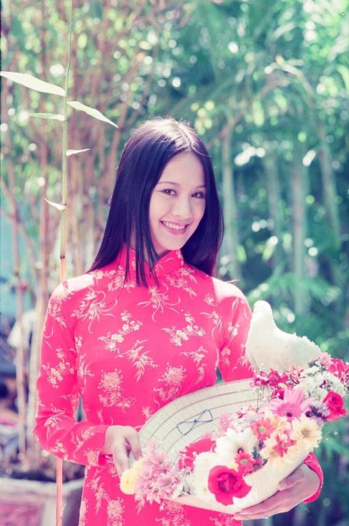Vũ Ngọc Đãng còn nhớ loạt hình này được thực hiện trong sân trường Cao đẳng Sân khấu - Điện ảnh TP HCM, khi Thanh Thúy là sinh viên năm nhất. Những hình ảnh này được đăng trên bìa báo xuân.