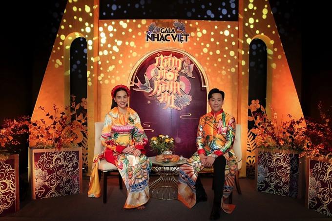 Cùng với những tiết mục chọn lọc, sự xuất hiện của cặp đôi Hồ Ngọc Hà - Trấn Thành luôn tạo nên sức hút cho mỗi chương trình ca nhạc chào xuân được sản xuất đều đặn hàng năm.