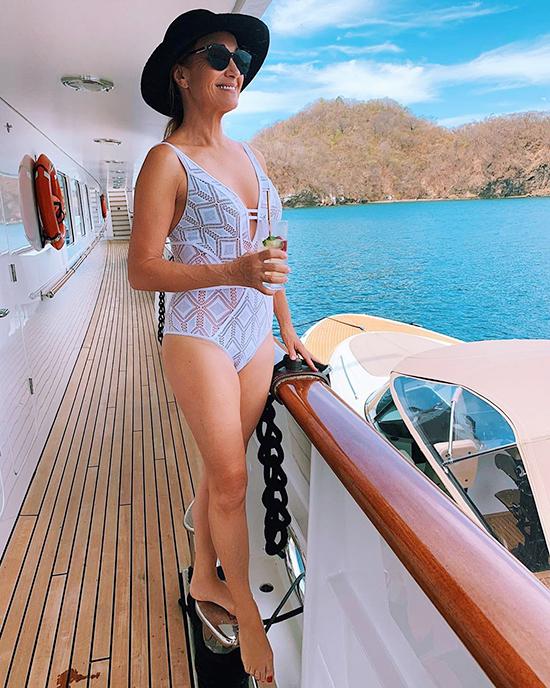 Jane Seymour, 70 tuổi  Tự tin về sắc vóc bản thân, minh tinh East of Eden thường xuyên khoe trên Instagram những bức ảnh mặc áo tắm gợi cảm. Năm 2018, ở tuổi 67, cựu Bond girl trở thành ngôi sao lớn tuổi nhất từng chụp hình cho Playboy.