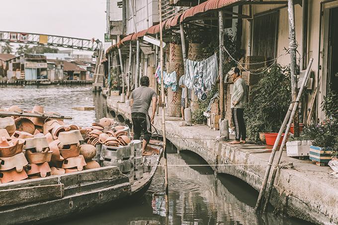 Với những người con xa quê lên thành phố lớn lập nghiệp, những gì còn lại trong ký ức là qua từng bức hình thân quen. Đôi khi lướt qua một bức hình nào đó, có cảm giác thân thuộc và cứ thế ký ức về quê hương, về gia đình trỗi dậy. Đây cũng là mục đích chính trong bộ ảnh Nghe nói Cà Mau xa lắm của tôi, Kỳ Anh chia sẻ với Ngoisao.net.