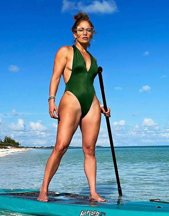 Jennifer Lopez, 51 tuổi141 triệu lượt theo dõi.