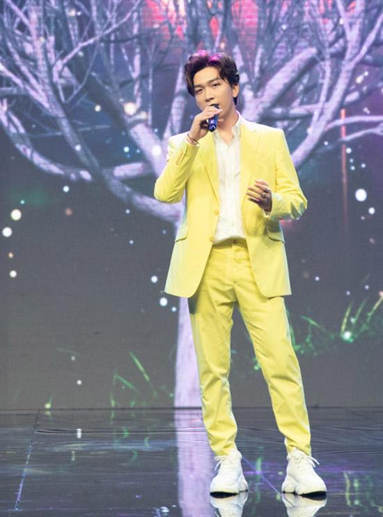 Ca sĩ Tăng Phúc hát Tết về muôn nhà.