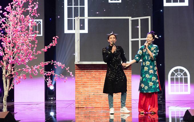 Tham gia chương trình ghi hình New Year Concert 2021 chủ đề Việt Nam ngày mới Nam Em và Lãnh Thanh nắm tay nhau thể hiện ca khúc Thời thanh xuân sẽ qua.
