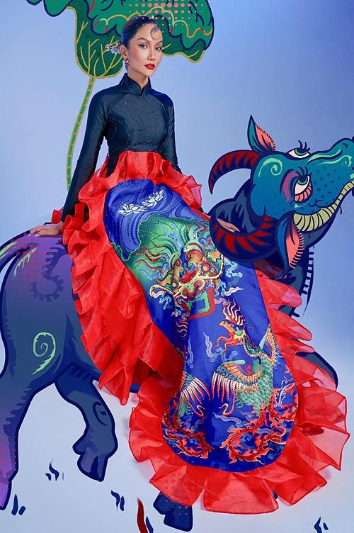Ảnh Tết lấy cảm hứng từ tranh dân gian Đông Hồ của hoa hậu HHen Niê.