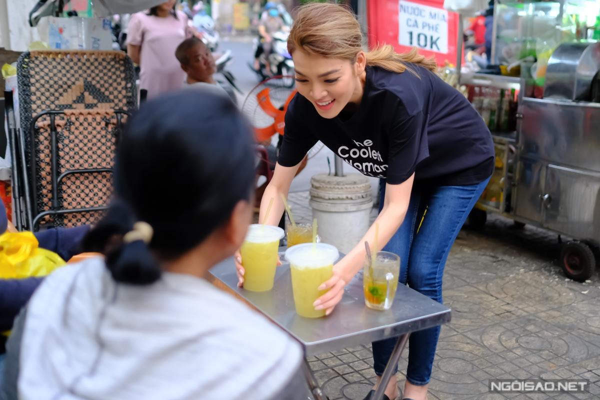 Hoa hậu Chuyển giới Trân Đài phụ mẹ bán nước mía vỉa hè - 8