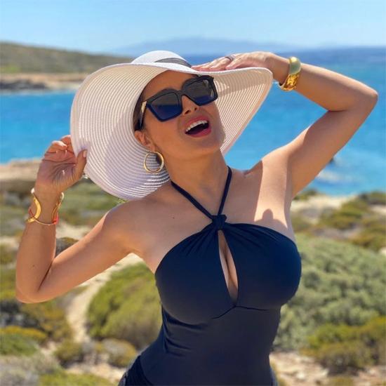 Salma luôn toát lên năng lượng tích cực và mạnh mẽ, truyền cảm hứng đến mọi người. Bởi vậy Instagram của cô có hơn 17 triệu người dõi theo.