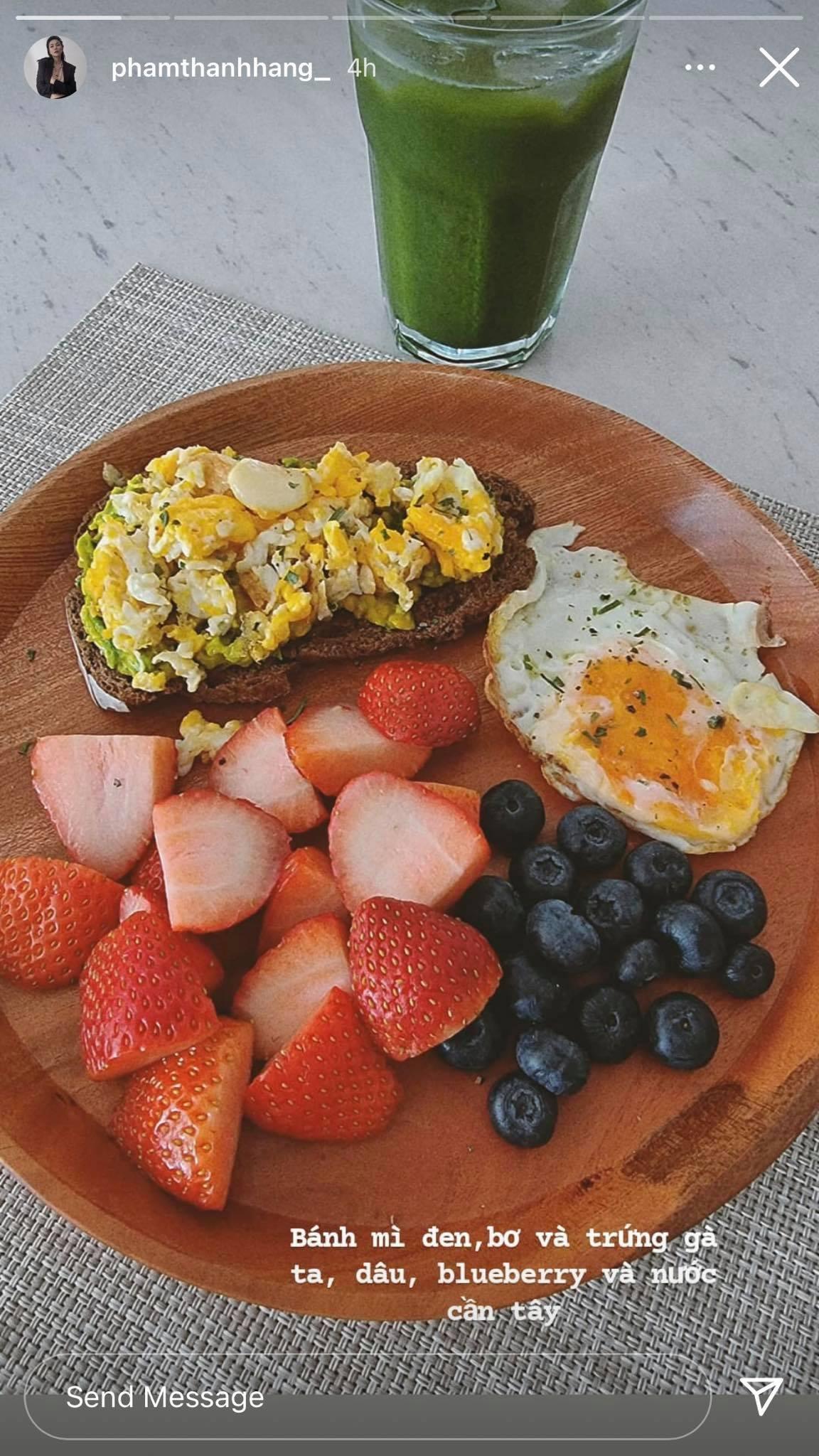 Thời gian lý tưởng để uống nước ép cần tây là buổi sáng khi bụng còn rỗng, trước bữa ăn đầu tiên trong ngày khoảng 30 phút.