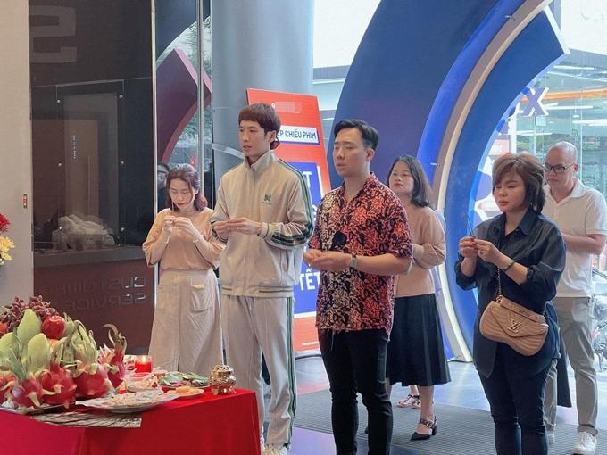Nghệ sĩ Lê Giang (bìa phải) hy vọng Bố già được khán giả đón nhận vào dịp Tết Nguyên đán.