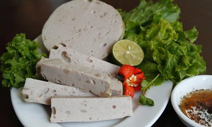Giò chả là thực phẩm không thể thiếu ngày Tết ở Hà Nội.