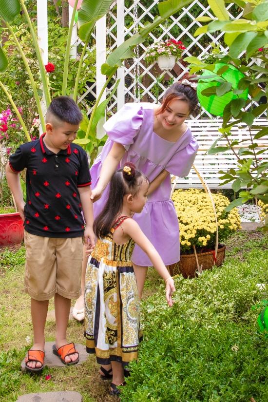 Nữ ca sĩ cũng muốn các con tìm hiểu thêm về các loại thực vật, cách chăm sóc cây cối. Đây là những bài học bổ ích, thú vị dành cho trẻ nhỏ.