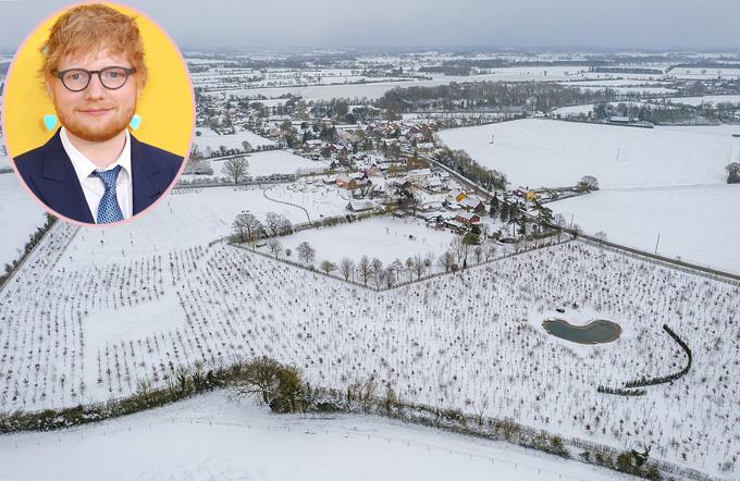 Biệt thự của Ed Sheeran và cả ngôi làng bị tuyết bao phủ.
