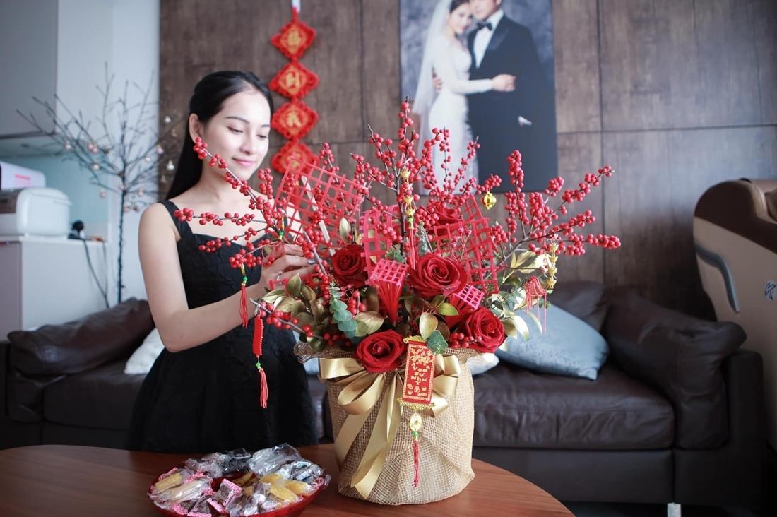 Sara Lưu chưng đào đông, hoa hồng.