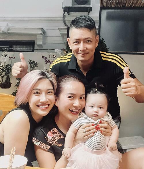 Vợ chồng diễn viên Bình Minh gặp gỡ mẹ con ca sĩ Pha Lê.
