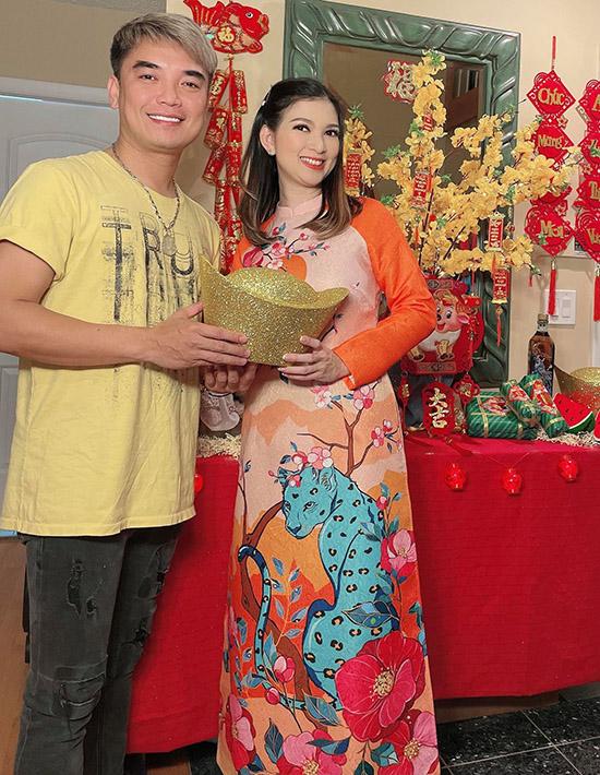 Ca sĩ Lưu Gia Bảo đến chơi, chúc Tết nhà Phạm Thanh Thảo trước thềm năm mới.