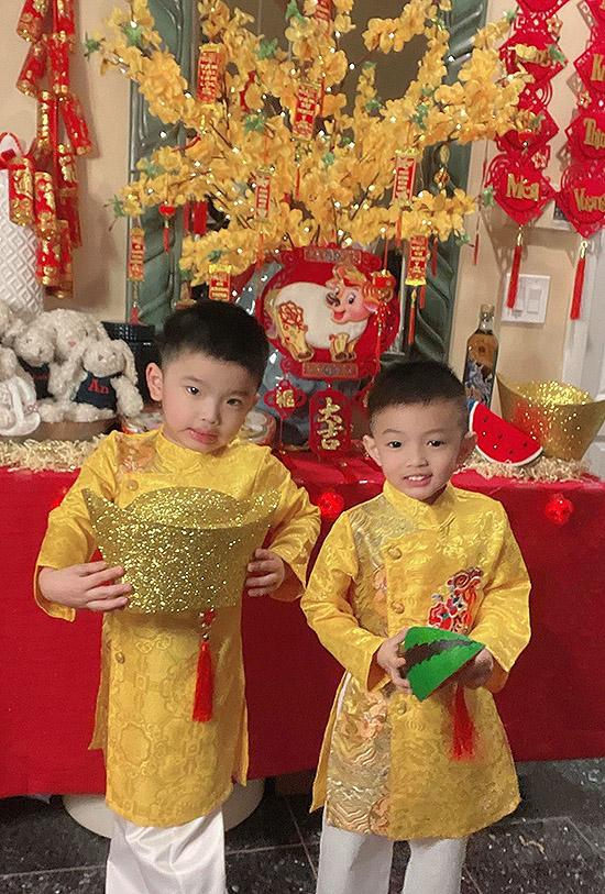 Mỗi năm Phạm Thanh Thảo đều may áo dài mới cho các con và khuyến khích các bé tìm hiểu về phong tục, truyền thống văn hoá của quê hương.