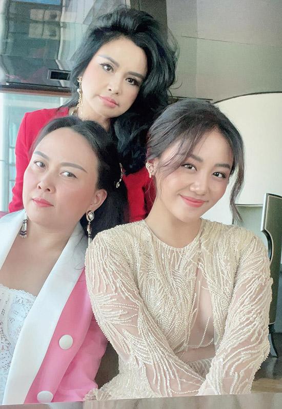 Diva Thanh Lam cũng tranh thủ hội ngộ đàn em Văn Mai Hương và bạn thân Phượng Chanel trước thềm năm mới Tân Sửu.