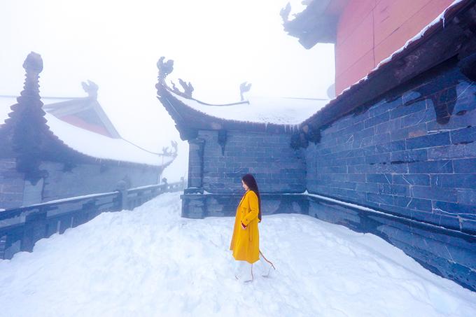 Đỉnh Fansipan chìm trong tuyết trắng dày 60 cm - 10