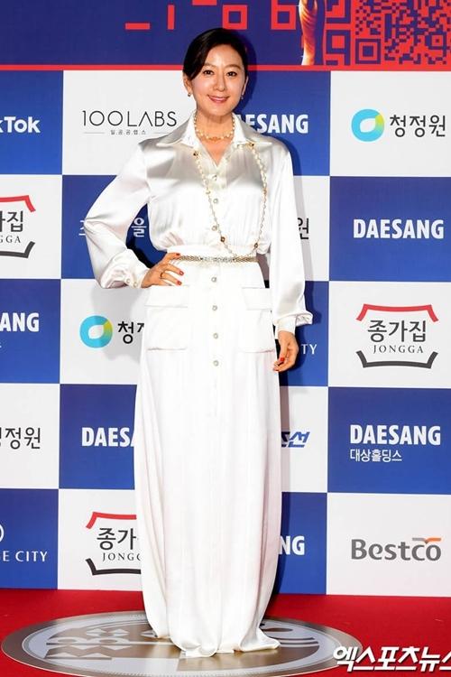 Diễn viên Kim Hee Ae có tên trong đề cử Nữ chính xuất sắc của Rồng Xanh.