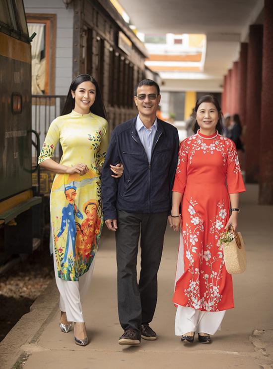Năm nay, gia đình Ngọc Hân quây quần đón Tết bên nhau thay vì đi du lịch nước ngoài.
