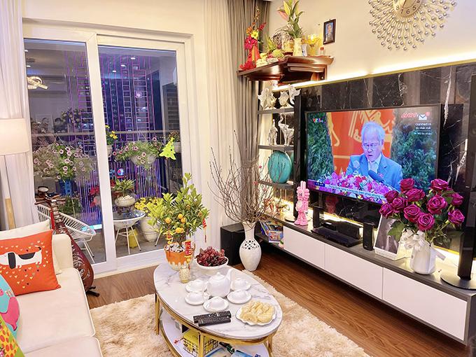 Gia đình Minh Hương hiện sống tại một căn chung cư ấm cúng. Không còn hoạt động showbiz, cô dành tâm huyết cho công việc biên tập viên tại đài truyền hình và kinh doanh riêng.