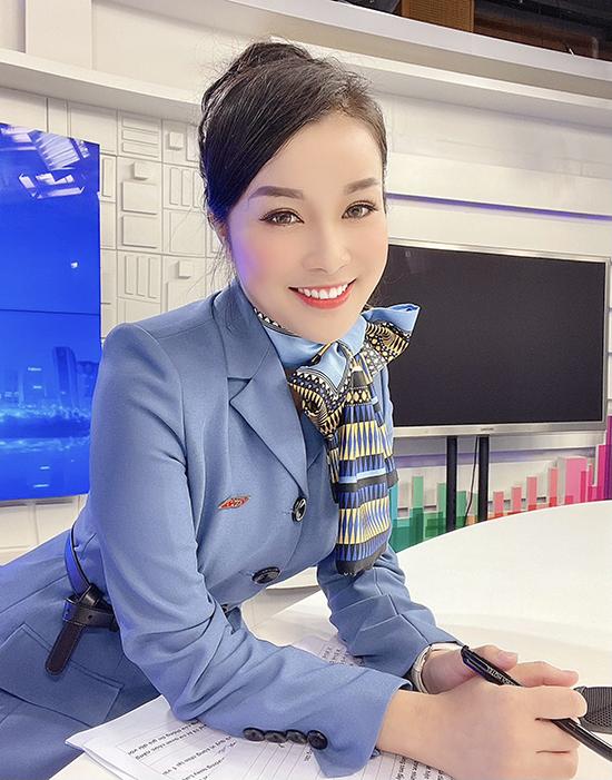 Cô rất tự hào khi khoác bộ quân phục lên người, đồng thời cảm nhận trọng trách lớn trong việc truyền tải những thông tin đặc thù của ngành đến với công chúng.