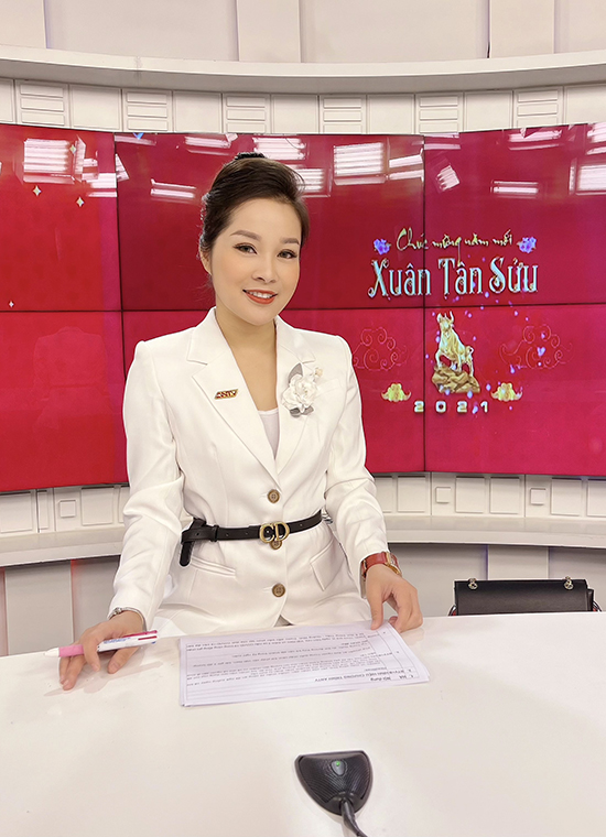 Hiện tại cô là MC, BTV của kênh ANTV (An ninh TV).  Minh Hương cho biết, trước đây cô chỉ là nhân viên hợp đồng nhưng sau nhiều năm rèn luyện, phấn đấu, cô đã được lãnh đạo ghi nhận và chính thức trở thành chiến sĩ công an với hàm trung uý.