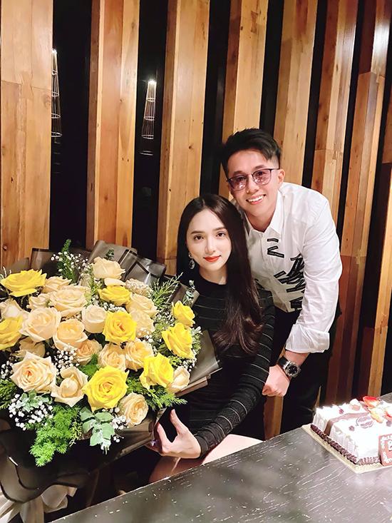 Ngày sinh nhật Hương Giang, Matt Liu viết cho bạn gái: Em đã thay đổi cuộc đời anh. Tháng 12 này cũng kỷ niệm 6 tháng chúng ta bên nhau nhưng sao mọi thứ trôi qua thật nhanh. Hai đứa đã trải qua nhiều trở ngại. Hãy nắm chặt tay anh, quý trọng từng khoảnh khắc này em nhé.