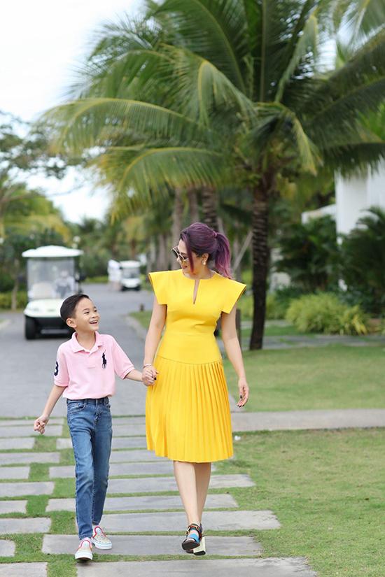 Cậu nhóc lớn bổng, càng lớn càng đẹp trai và rất nghe lời mẹ. Thanh Thảo coi Jacky như con đẻ và dành mọi điều tốt đẹp nhất cho cậu bé.