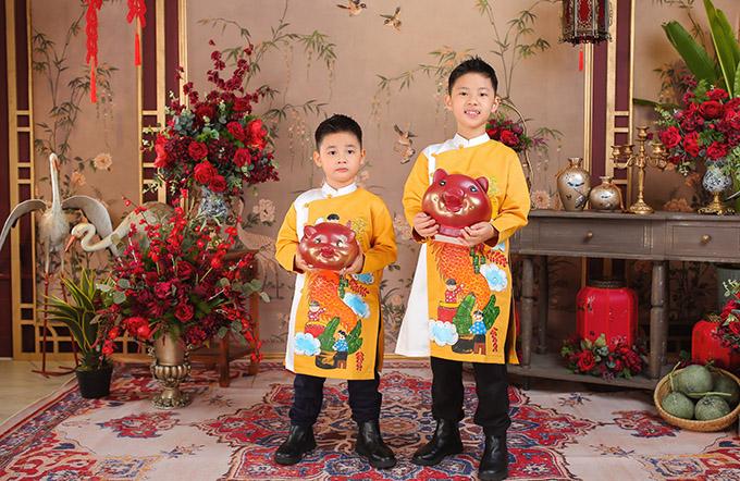 Hai bé Đăng Khang, Đăng Anh chững chạc, điển trai, ra dáng những hot boy nhí.