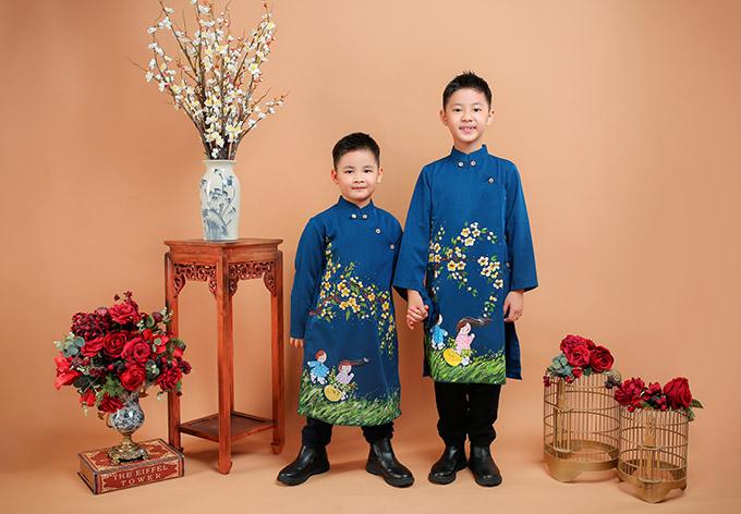 Hai nhóc tỳ nhà Đăng Khôi khá dạn dĩ, biết diễn xuất, tạo dáng tự nhiên khi làm mẫu ảnh.