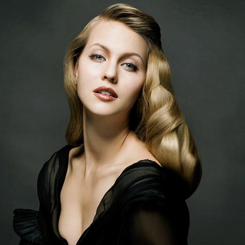 Lucie Beatrix làm người mẫu từ năm 18 tuổi.
