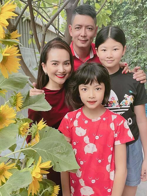 Gia đình Bình Minh mong một năm mới vui vẻ, bình an sẽ đến với mọi người.