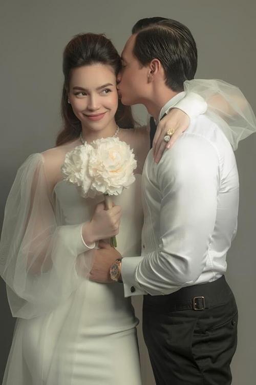 Ngày 12/2, Hồ Ngọc Hà bất ngờ hé lộ ảnh prewedding với ông xã Kim Lý nằm trong bộ phim tài liệu Rồi một ngày Hà nói về tình yêu.