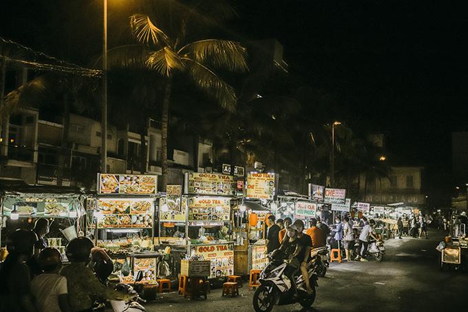 Cuộc sống về đêm ở Cần Thơ cũng rất sôi động, nhộn nhịp với khu chợ đêm, bến Ninh Kiều rực rỡ.