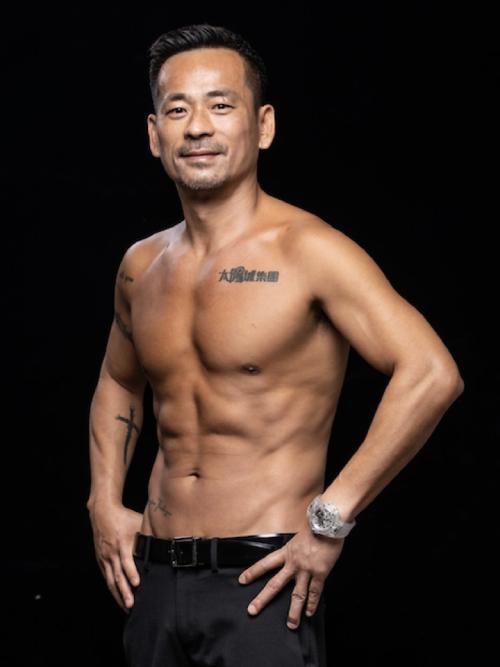 Alvin Chau được cho là đã xóa đi hình xăm cũ với cô bồ.