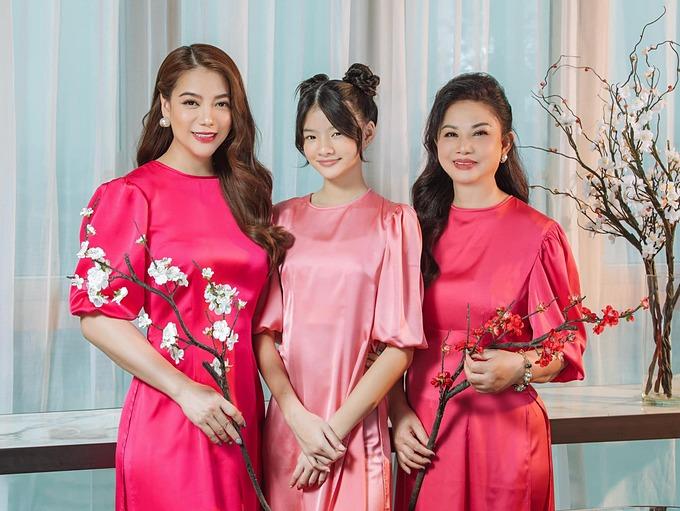 Trương Ngọc Ánh bên mẹ và con gái. Ba thế hệ nhà nữ diễn viên được khen ai cũng đẹp.