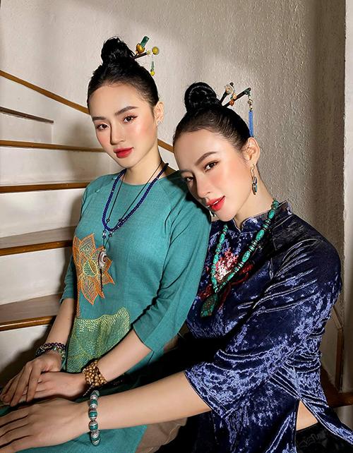 Phong cách nền nã và dịu dàng của Angela Phương Trinh (phải) cũng ảnh hưởng rất nhiều đến em gái của cô là Phương Trang.