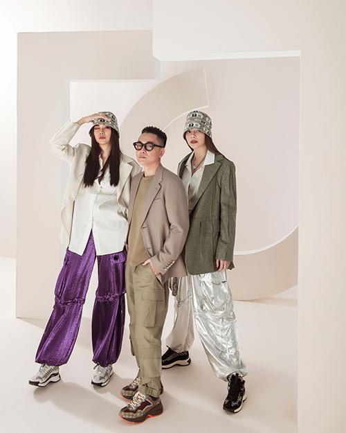 Cách đây hơn hai tháng khi ra mắt bộ sưu tập Pre-Fall 2021 tại Tuần lễ Thời trang Quốc tế Việt Nam, nhà thiết kế Công Trí (đứng giữa) lần đầu tiên thể nghiệm những phom dáng mới mang đậm tính chất streetwear.