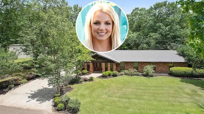Bố Britney - ông Jamie Spears - chỉ vừa bán ngôi nhà ở quê hương hôm 5/2 sau gần 40 năm gắn bó với nơi này. Căn nhà nhỏ đơn xơ nhưng lưu giữ nhiều kỷ niệm của Britney Spears.