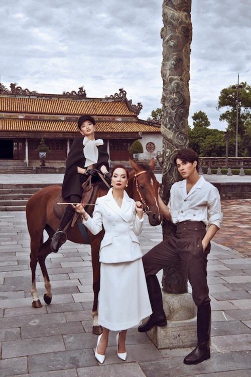 NSND Lê Khanh cùng hai diễn viên trẻ Kaity Nguyễn, Khương Lê quay phim tại đại nội Huế.