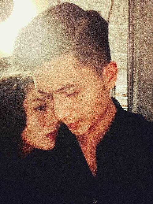 Từ 0h ngày 14/2, Lệ Quyên đã đăng ảnh tình tứ bên bạn trai Lâm Bảo Châu mừng Valentine đầu tiên.