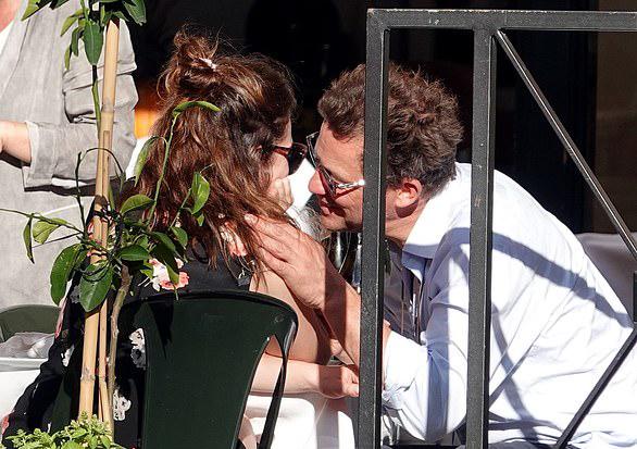Lily James tìm người yêu mới sau ba tháng vướng scandal hôn tài tử Dominic West ở Rome, Italy. Họ bị paparazzi chụp ảnh đi chơi quanh thành phố trong khi đang tạm nghỉ đóng phim vào giữa tháng 11 năm ngoái. Trong bữa trưa tại nhà hàng, Dominic ôm hôn Lily. Tài tử đã có vợ và bốn người con cũng lộ ảnh tình tứ với Lily tại sân bay. Sau ảnh loạt ảnh được tung lên báo, Dominic lập tức bay về Anh để xin vợ tha thứ trong khi Lily phải hủy tất cả các cuộc phỏng vấn để trốn truyền thông.