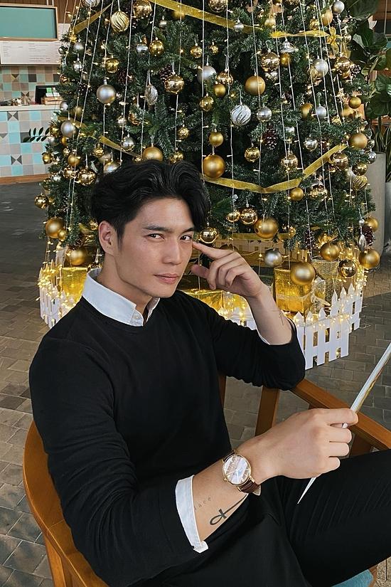 Huy Trân năm nay 31 tuổi, kém Ngô Thanh Vân 11 tuổi. Anh sinh trưởng ở Đức, tốt nghiệp trường GPB Berlin ngành Xuất khẩu và Nhập khẩu.