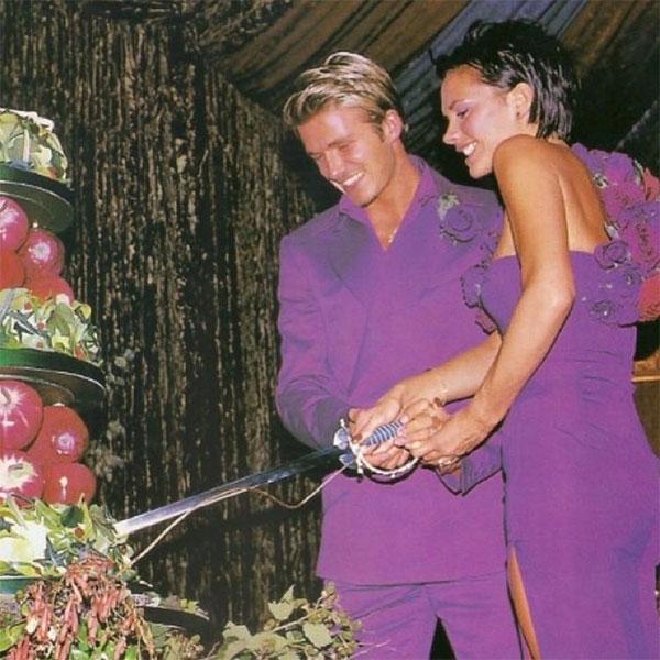 Trên trang cá nhân, Vic đăng lại hai bức ảnh mặc lễ phục tím trong ngày cưới mùa hè 1999 và viết: Chúc mừng ngày Valentine. Em yêu anh rất nhiều, anh là người chồng người cha tuyệt vời nhất.