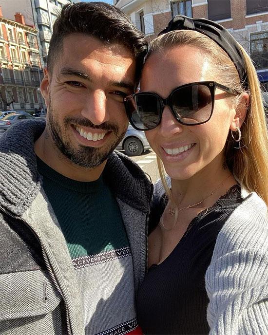 Bạn thân của Messi là Luis Suarez cũng không quên chia sẻ ảnh chụp bên người vợ tào khang Sofia Balbi mừng lễ Tình nhân.