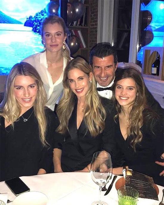 Cựu tiền vệ Luis Figo mừng lễ Tình nhân bên vợ và ba cô con gái xinh đẹp.