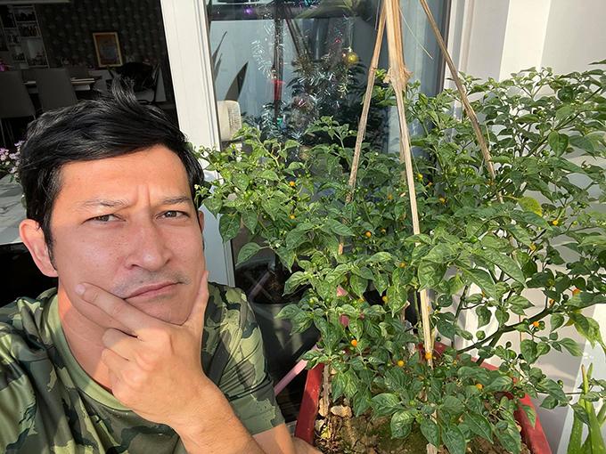 Huy Khánh cũng gia nhập hội sao Việt trồng ớt cay nhất hành tinh.