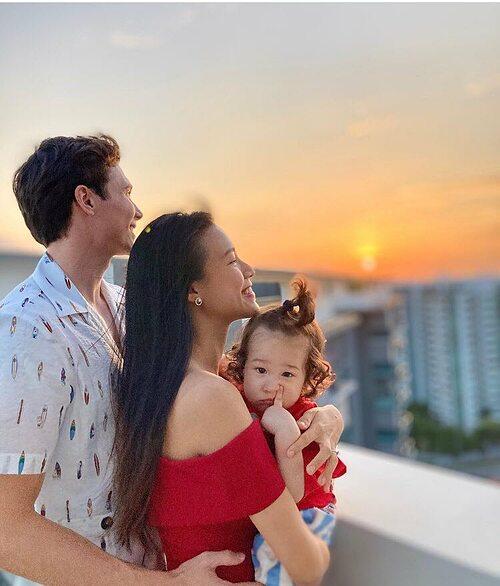 MC Hoàng Oanh hạnh phúc bên chồng và con trai.