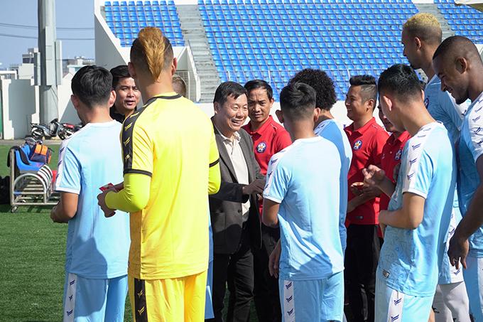 Những cầu thủ ở xa, trong đó có tiền đạo Đức Chinh (quê Phú Thọ) sẽ trở lại vào ngày 17/1 (mồng 6 Tết).