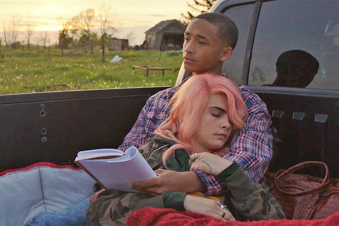 Jaden và Cara trong phim Life in a Year - một tác phẩm lãng mạn kể về tình yêu mãnh liệt của chàng trai tuổi teen (Jaden đóng) với cô gái mắc ung thư (Cara thủ vai). Chàng trai đã dành hết yêu thương và thời gian cho bạn gái để cô tận hưởng cuộc sống trọn vẹn trong một năm cuối đời.